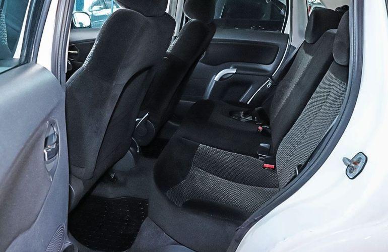 Citroën C3 1.4 I Exclusive 8v - Foto #6