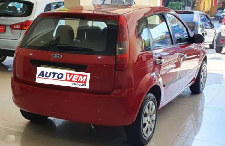 Ford Fiesta 1.6 MPi Hatch 8v - Foto #2
