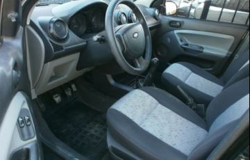 Ford Fiesta 1.0 MPi Hatch 8v - Foto #10