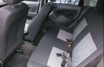 Ford Fiesta 1.6 MPi Hatch 8v - Foto #8