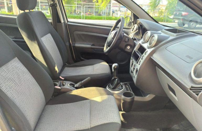 Ford Fiesta 1.6 Rocam SE 8v - Foto #8