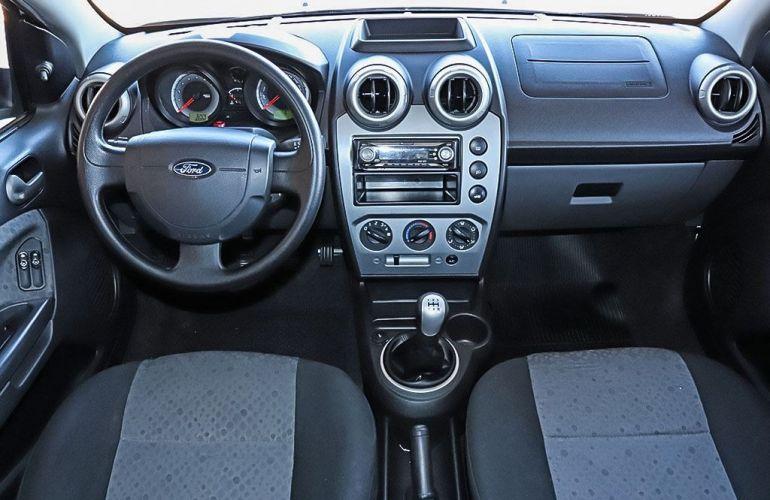 Ford Fiesta 1.6 SE Hatch 16v - Foto #4