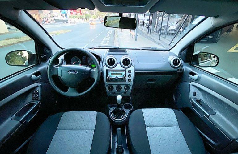 Ford Fiesta 1.0 Rocam SE Plus Sedan 8v - Foto #2