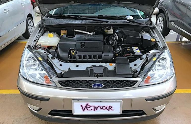 Ford Focus 2.0 Ghia Sedan 16v - Foto #5