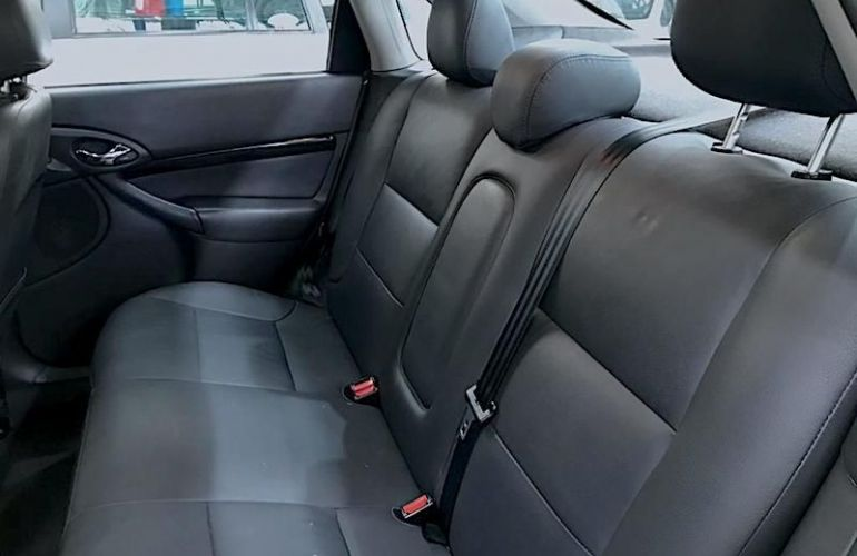 Ford Focus 2.0 Ghia Sedan 16v - Foto #7