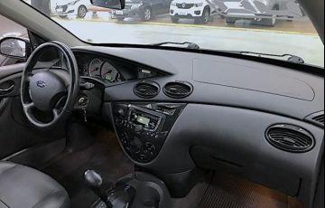 Ford Focus 2.0 Ghia Sedan 16v - Foto #8