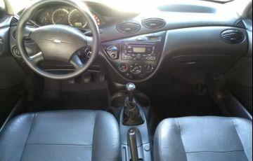 Ford Focus 1.6 GL 8v - Foto #2