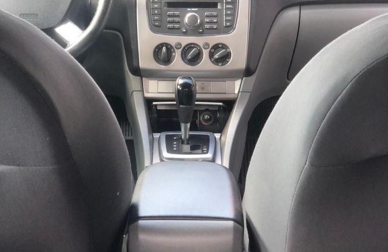 Ford Focus 2.0 16v - Foto #9