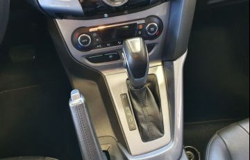 Ford Focus 2.0 Titanium 16v - Foto #6