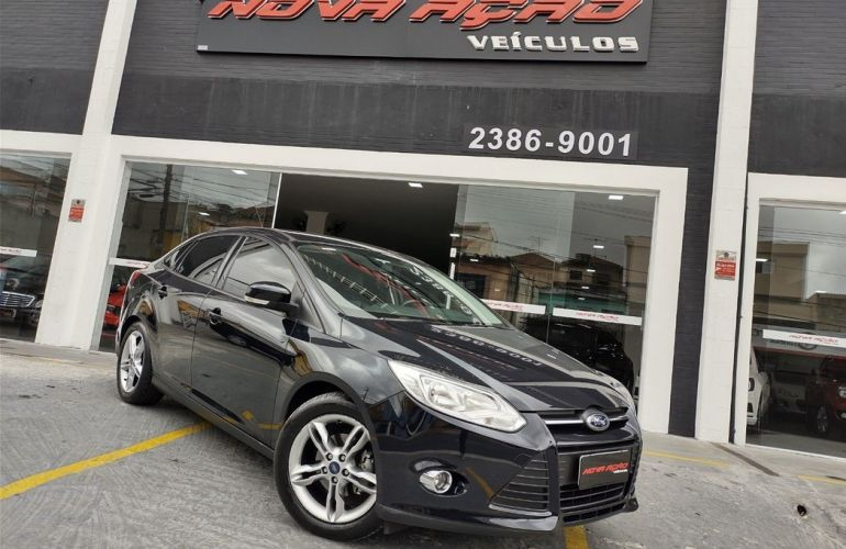 Ford Focus 2.0 SE Sedan 16v - Foto #2