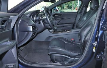 Jaguar Xe 2.0 16V Si4 Turbo R-sport - Foto #3