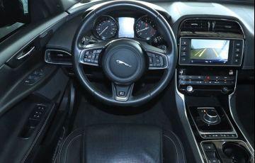 Jaguar Xe 2.0 16V Si4 Turbo R-sport - Foto #4