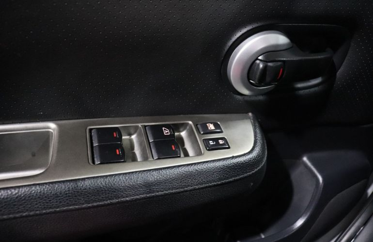 Nissan Tiida 1.8 SL 16v - Foto #6