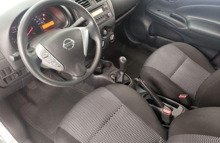 Nissan Versa 1.0 12v - Foto #2