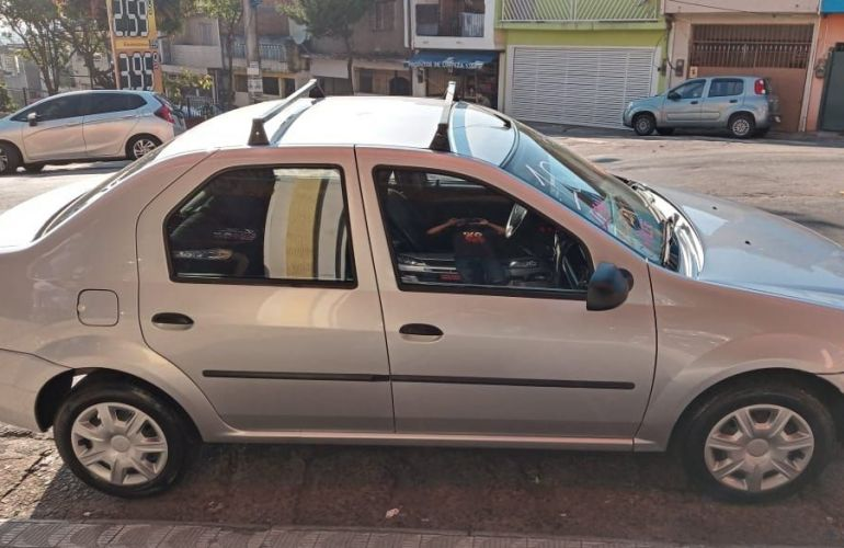 Renault Logan 1.6 Expression 8v - Foto #3