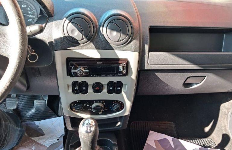 Renault Logan 1.6 Expression 8v - Foto #6