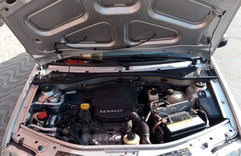 Renault Logan 1.6 Expression 8v - Foto #8