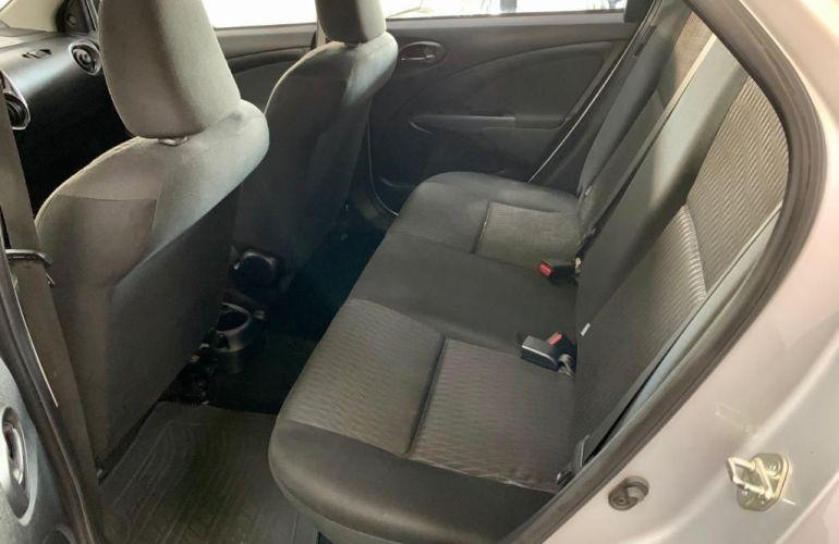 Toyota Etios 1.5 X Sedan 16v - Foto #10