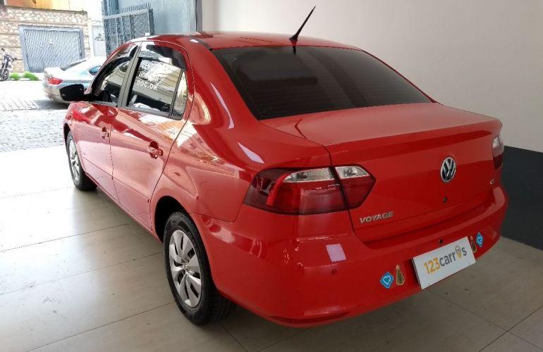 Volkswagen Voyage 1.6 Mi 8v - Foto #4