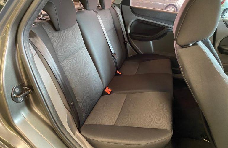 Ford Focus Hatch GLX 2.0 16V (Aut) - Foto #9