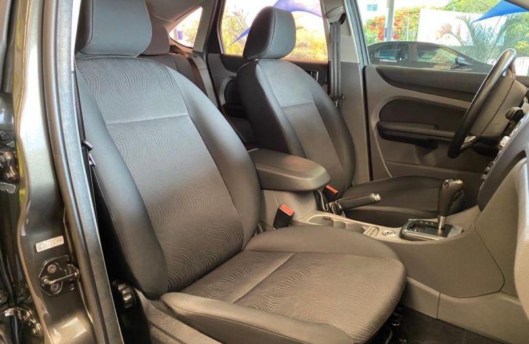 Ford Focus Hatch GLX 2.0 16V (Aut) - Foto #10
