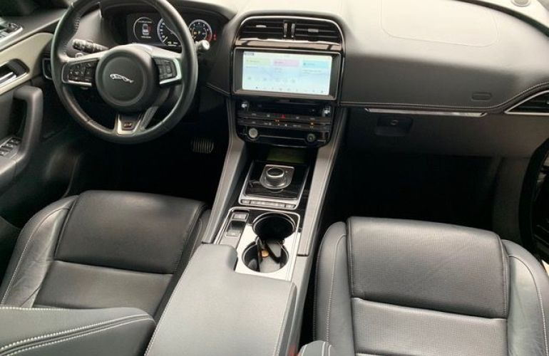Jaguar F-Pace S AWD 3.0 V6  Supercharged 380 cv - Foto #7