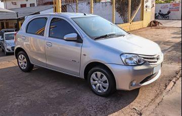 Toyota Etios 1.3 X 16v - Foto #2