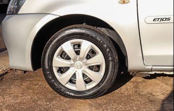 Toyota Etios 1.3 X 16v - Foto #8
