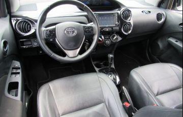 Toyota Etios 1.5 Platinum Sedan 16v - Foto #5