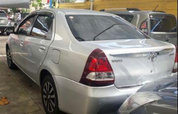 Toyota Etios Sedan Platinum 1.5 16V Flex - Foto #2