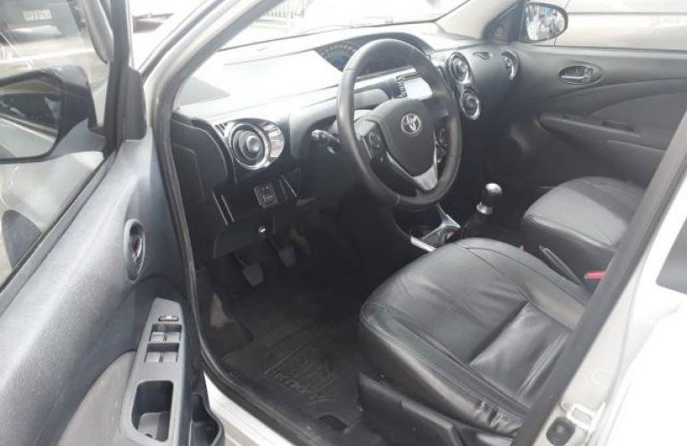 Toyota Etios Sedan Platinum 1.5 16V Flex - Foto #6