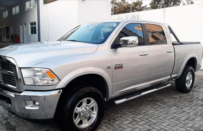 Dodge RAM 6.7 2500 Laramie 4X4 CD I6 Turbo - Foto #2