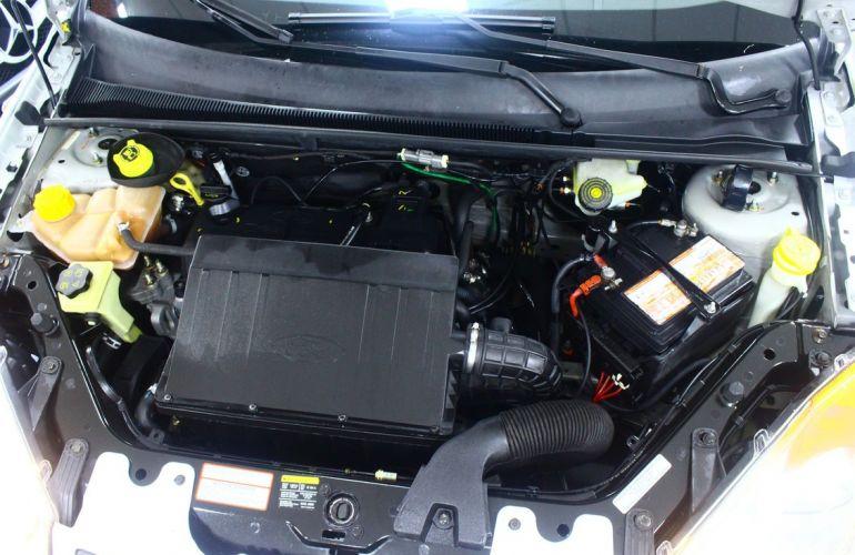 Ford Fiesta 1.6 MPi Hatch 8v - Foto #4
