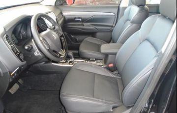 Mitsubishi Outlander HPE-S 3.0 AWD - Foto #5