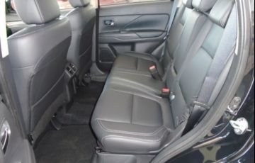 Mitsubishi Outlander HPE-S 3.0 AWD - Foto #6
