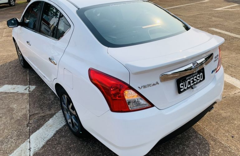 Nissan Versa 1.6 16V Unique CVT (Flex) - Foto #4