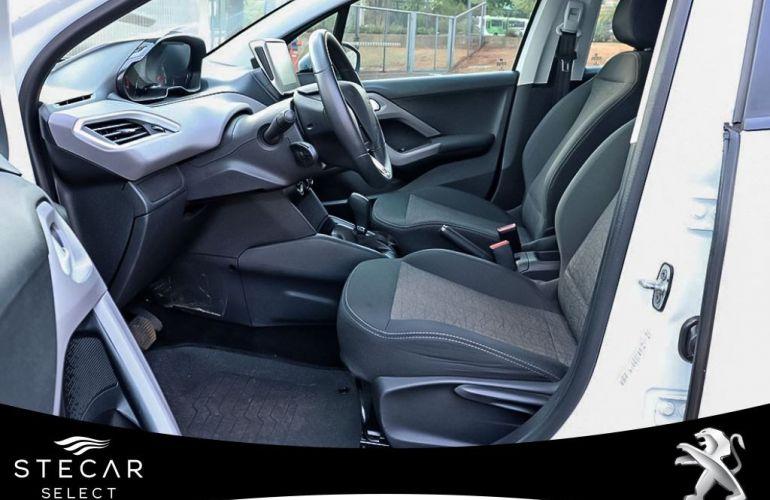 Peugeot 208 1.6 Active Pack 16v - Foto #4