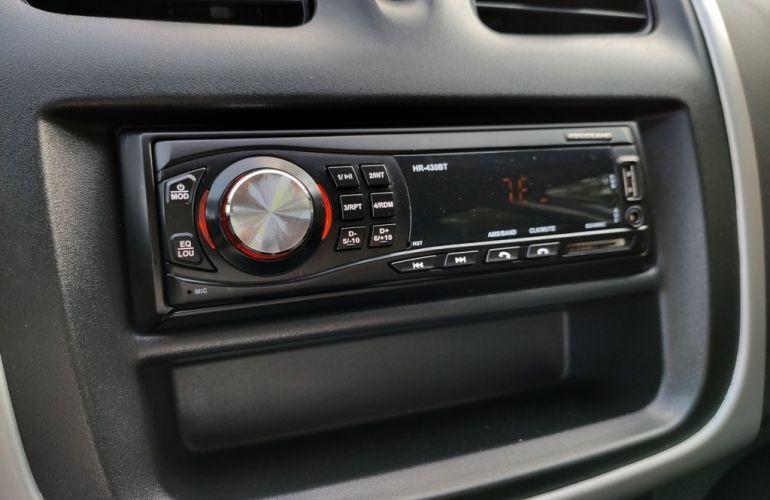 Renault Logan Authentique 1.0 12V SCe (Flex) - Foto #10