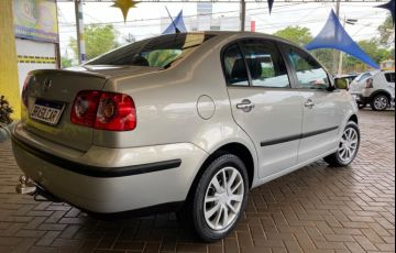 Volkswagen Polo Sedan 1.6 8V - Foto #6