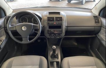 Volkswagen Polo Sedan 1.6 8V - Foto #7