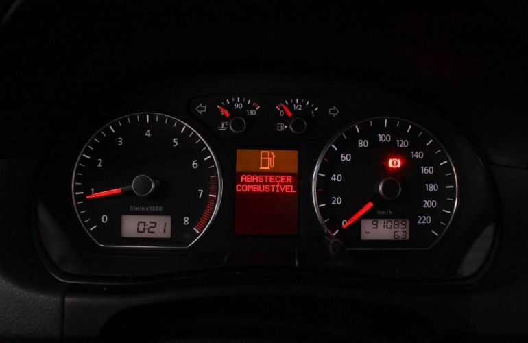 Volkswagen Polo Sedan Comfortline 1.6 8V - Foto #10