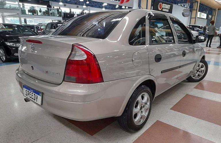 Chevrolet Corsa 1.8 MPFi Maxx Sedan 8v - Foto #2