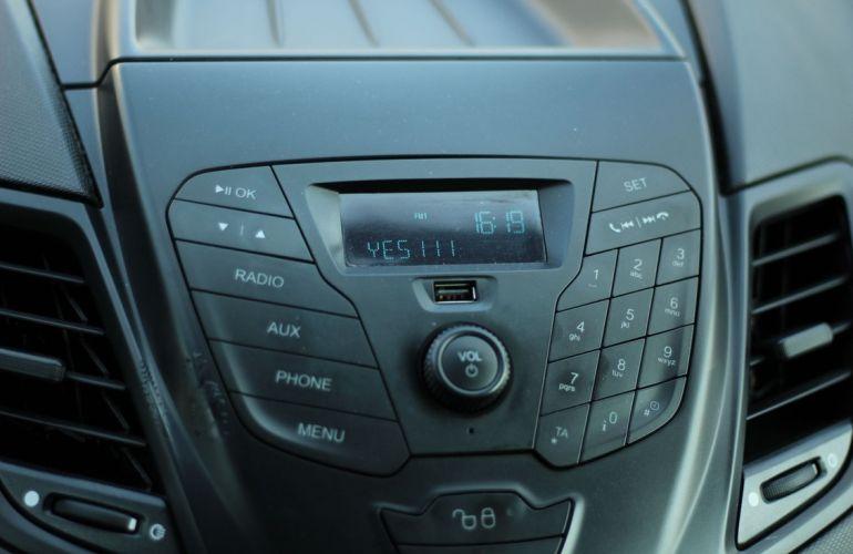 Ford Fiesta 1.5 SE Hatch 16v - Foto #10