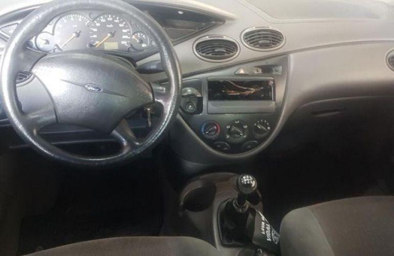 Ford Focus 1.8 16V - Foto #4