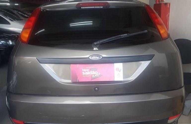 Ford Focus 1.8 16V - Foto #5