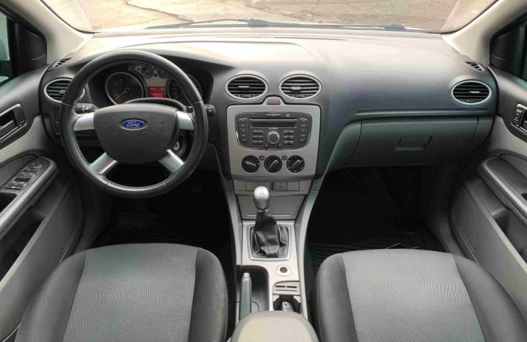 Ford Focus Hatch GLX 1.6 8V - Foto #7