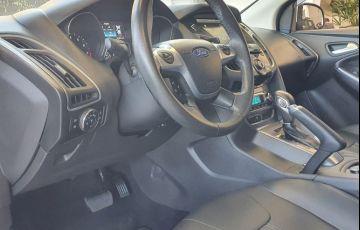 Ford Focus 2.0 Titanium Hatch 16v - Foto #5