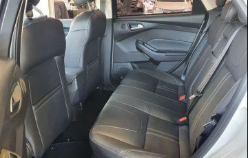 Ford Focus 2.0 Titanium Hatch 16v - Foto #8