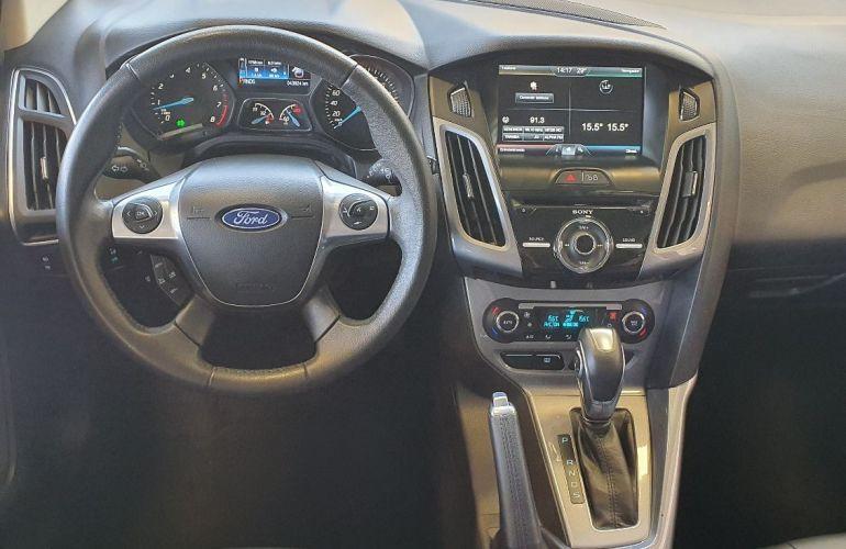 Ford Focus 2.0 Titanium Hatch 16v - Foto #9