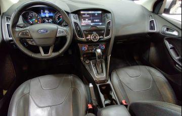 Ford Focus 2.0 Titanium Fastback 16v - Foto #2
